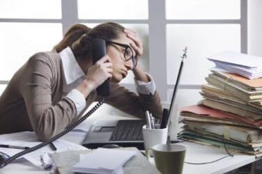 Por qué es recomendable ir al psicólogo si sufres estrés laboral